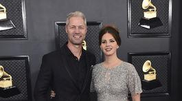 Speváčka Lana Del Rey a jej partner Sean Larkin.