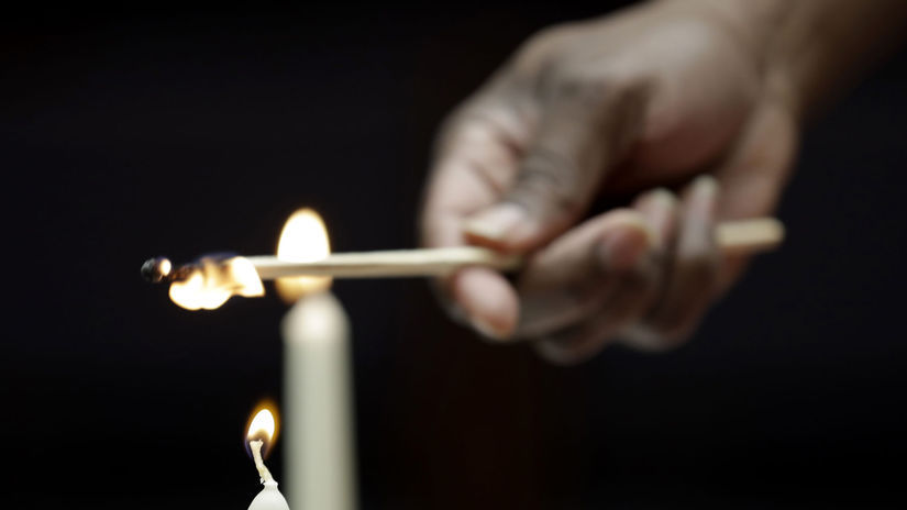 sviečka / spomienka / oheň /