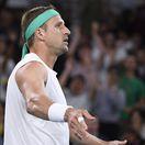 Federera vyzve politicky nekorektný trumpista s nevšedným príbehom