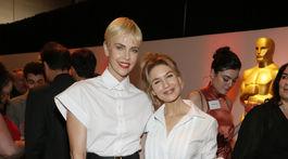 Herečky Charlize Theron (vľavo) a Renee Zellweger si zapózovali aj spoločne.