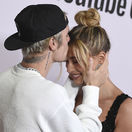 Spevák Justin Bieber a jeho manželka Hailey Baldwin na premiére novinky Justin Bieber: Seasons.