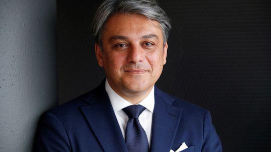 Luca De Meo: Renault má nového šéfa. Zatiaľ ale bez kresla. Ruky mu zväzuje VW