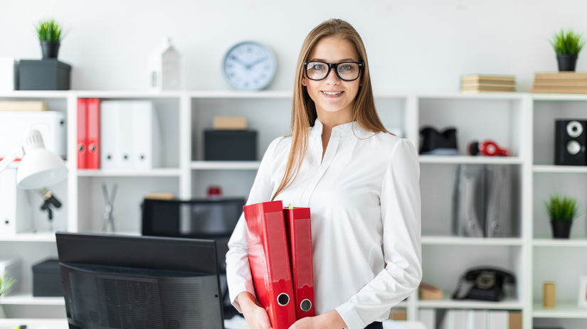 žena, fascikle, kancelária, práca