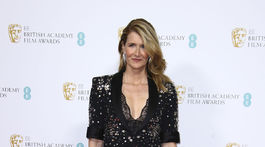 Herečka Laura Dern pózuje fotografom na párty pre nominovaných na ceny BAFTA.