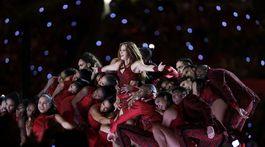 Shakira odštartovala vystúpenie v prestávke Super Bowl.