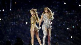 Shakira (vľavo) a Jennifer Lopez