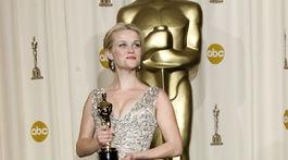 Herečka Reese Witherspoon v roku 2006 pri zisku Oscara v kreácii Christian Dior Haute Couture.