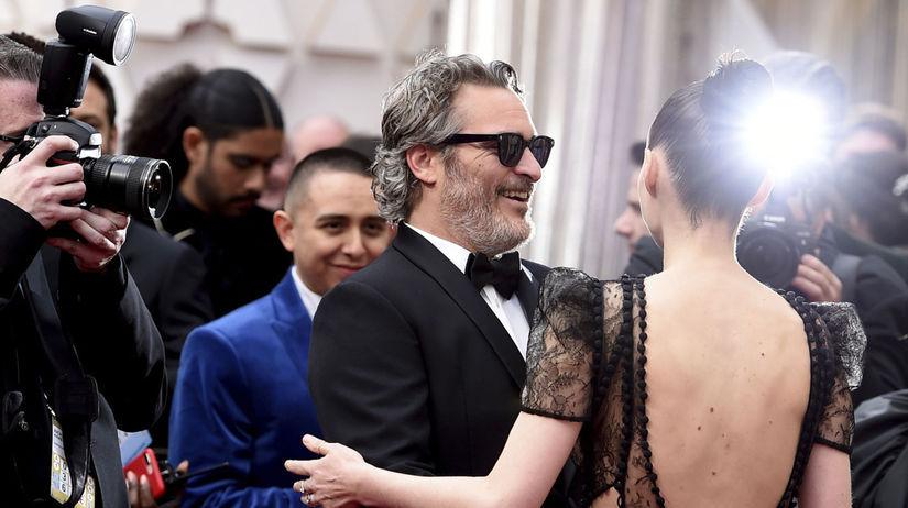 Herec Joaquin Phoenix a jeho partnerka Rooney...