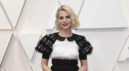 Herečka Lucy Boynton v šatách značky Chanel.