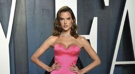 Modelka Alessandra Ambrosio na Vanity Fair Oscar Party.