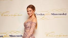 Modelka Andrea Verešová v kreácii od Jany Pištejovej.