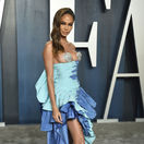 Modelka Joan Smalls v kreácii Schiaparelli Haute Couture.
