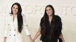 Herečky Rumer Willis (vľavo) a Demi Moore, dcéra s mamou vyrazili na prehliadku Toma Forda.