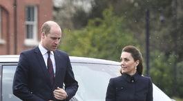 Vojvodkyňa Kate Duchess z Cambridge v kabáte Alexander McQueen a jej manžel princ William