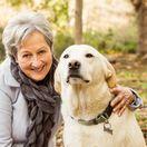 žena, dôchodkyňa, pes, domáce zviera, najlepší priateľ