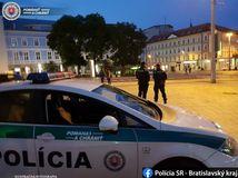 Hrôza v Bratislave. Muž mal zaškrtiť ženu a následne sa pokúsiť o samovraždu