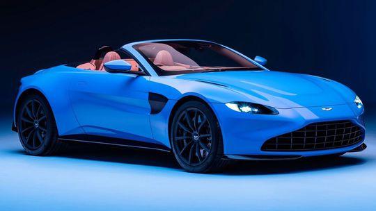 Aston Martin Vantage Roadster: 'Bondov miláčik' dostal najrýchlejšiu plátennú strechu. A manuál!