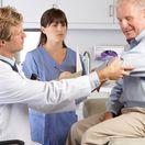 doktor, sestrička, posudok, preventívna prehliadka
