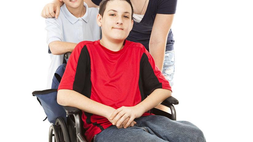chlapec, invalidný vozík, rodina