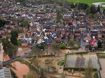 Británia Dennis búrka voda vietor počasie