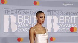 Modelka Adwoa Aboah v šatách Vivienne Westwood.