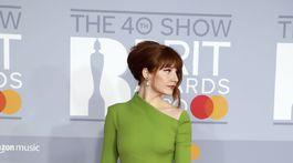 Speváčka Nicola Roberts v elegantnej zelenej kreácii.