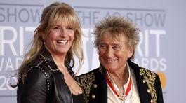 Spevák Rod Stewart a jeho manželka Penny Lancaster.