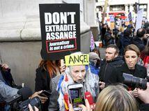 británia pochod protest Assange Vivienne Westwood