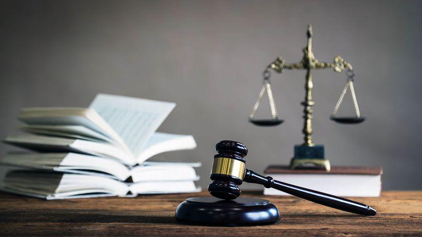spravodlivosť, váhy, kniha, kladivko