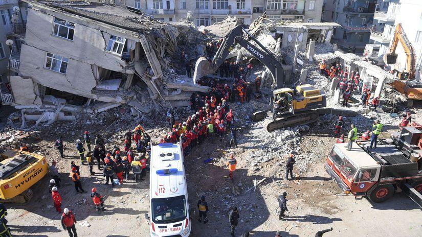 Turecko zemetrasenie trosky sutiny ruiny