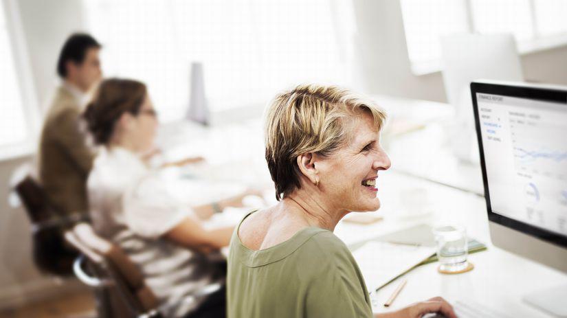 dôchodkyňa, počítač, práca, radosť