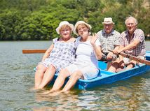 seniori, príroda, jazero, čln, loďka, výlet