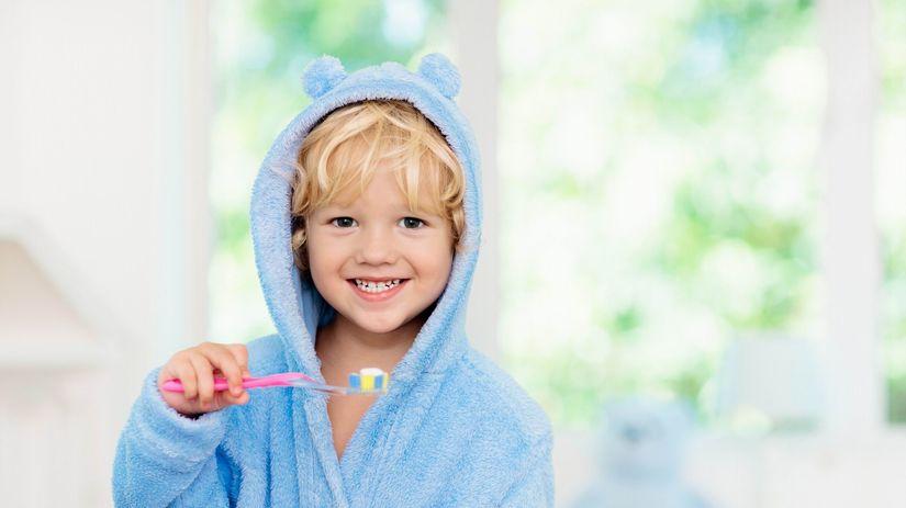dieťa, chlapec, župan, zubná kefka, úsmev,...