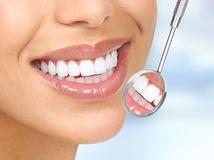 žena, úsmev, biele zuby, zrkadlo, zubár