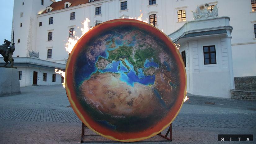 GREENPEACE: Horiaca planéta na Bratislavský...