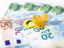euro, peniaze, bankovky, cumeľ, dudlík