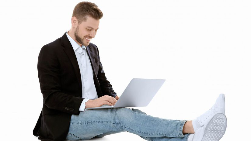 muž, sedenie, notebook, úsmev