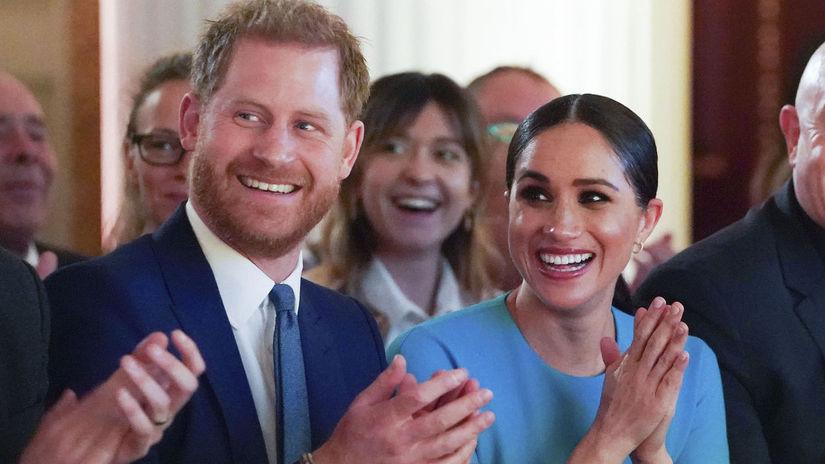 Princ Harry a vojvodkyňa Meghan pri návrate do...
