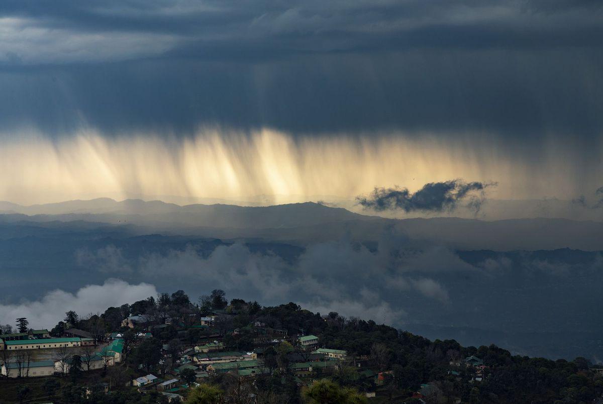 India / Dharmsala / počasie / príroda /