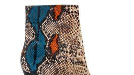 Dámske členkové čižmy so vzorom hadej kože Reserved. Predávajú sa za 79,99 eura.