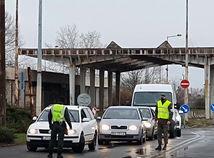 Rakúsko zostrí režim na hraniciach so Slovenskom, opatrovateľky pustia