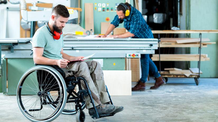 práca, ťzp, hendikep, invalidný vozík, písanie