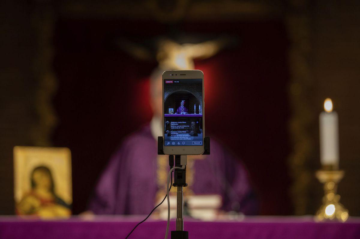 Stream / Kostol / Cirkev / Smartfón / Modlitba /
