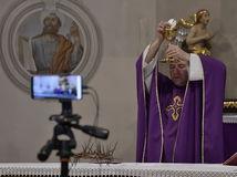 Piešťany náboženstvo omša neverejná kostol kňaz