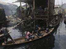 Nigéria / Loďka / Plť / Kanoe / Slum / Slumy /