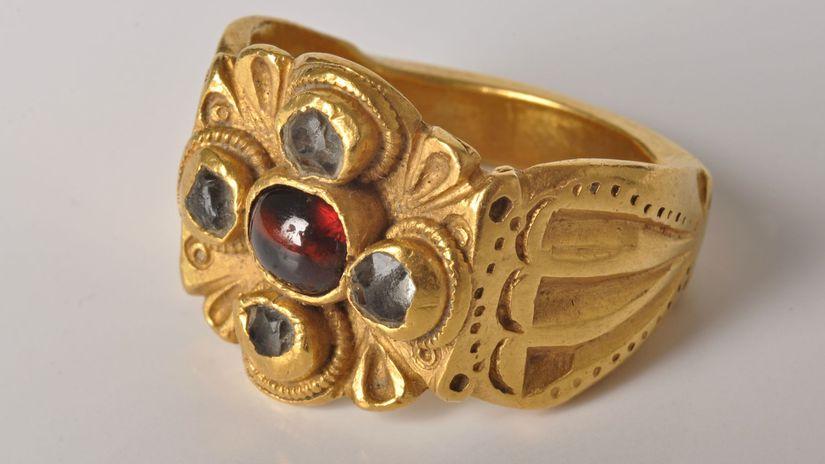 krádež, Piešťany, zlatý prsteň, rímska doba