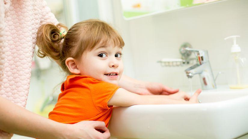 dieťa, kúpeľňa, umývadlo, umývanie rúk