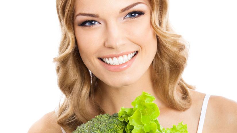žena, zelenina, úsmev