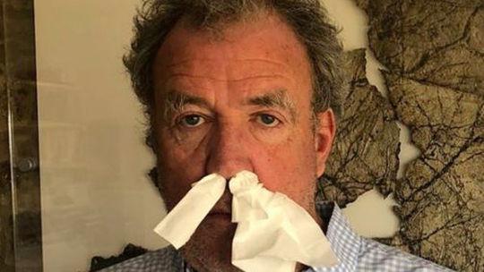 Jeremy Clarkson: Bojujme proti COVID-19 autami! Tvrdí kontroverzný moderátor