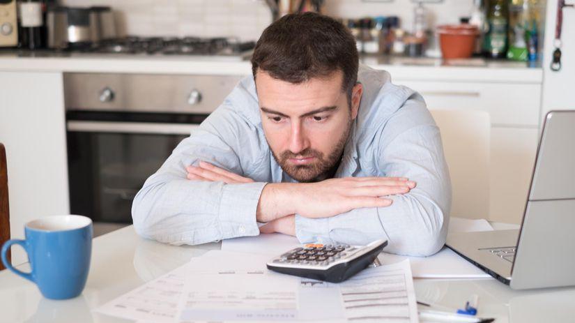muž, dlh, papiere, kalkulačka, problém